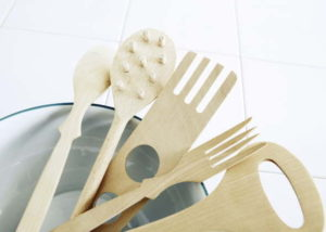 木製キッチンウエアこんなものでも武器になるでしょうか?